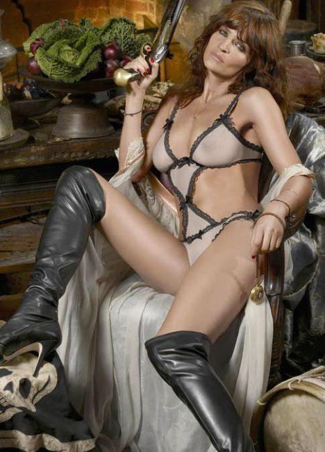 Helena Christensen üstsüz yakalandı - 23